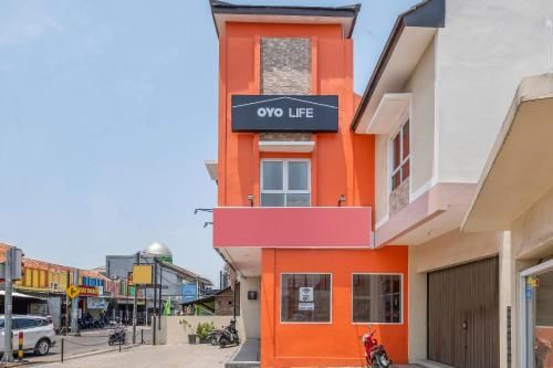 OYO Life 1877 Side Corner, Cirebon
