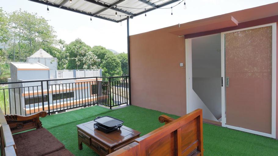 Villa Quincy Panderman Hills (3BR), Malang