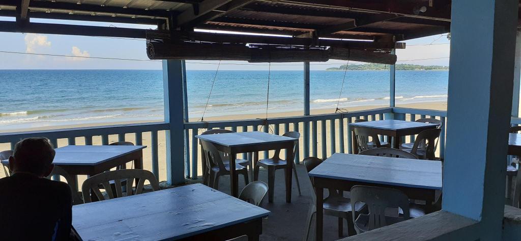 Bella's Beach Resort - Right on the Beach! (3), Bauang