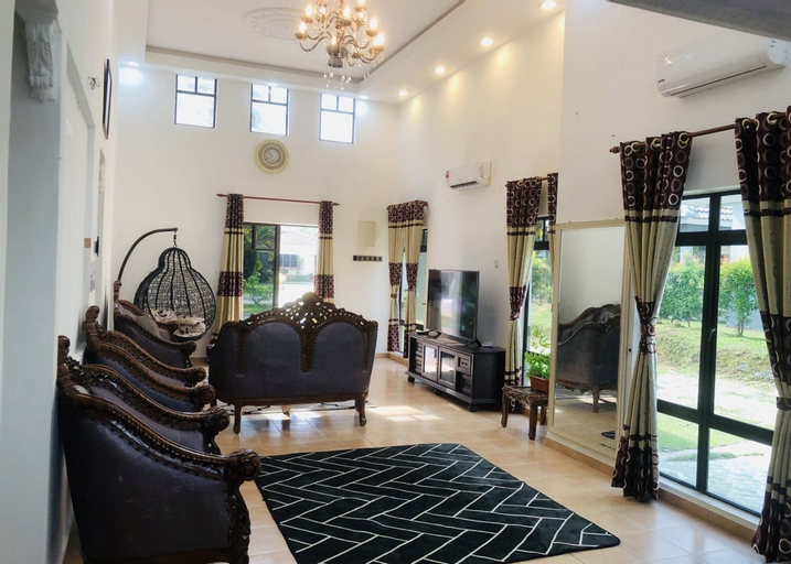 Private Villa With Pool by AZRA, Alor Gajah