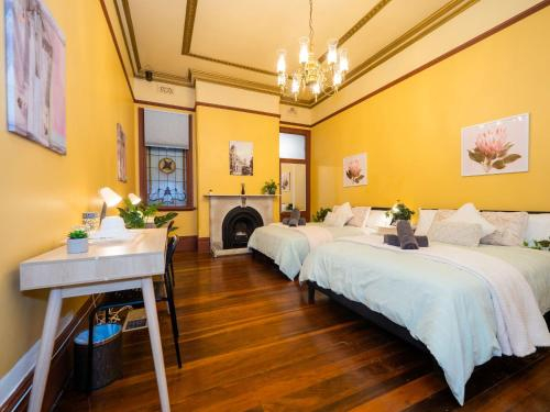 Quiet Quadruple Private Room In Strathfield 3min to Train Station sleeps 4 - ROOM ONLY, Burwood