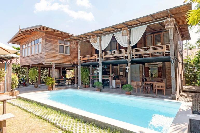 At 308 CNX Pool Villa, San Sai