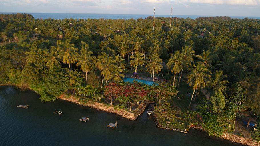 Riviera Resort, Manmunai North