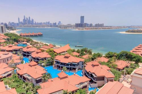 Luxe Getaways Anantara Palm Jumeirah Apartment Holiday Home,