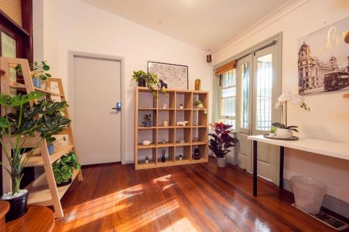 Quiet Quadruple Private Room In Strathfield 3min to Train Station sleeps 4b - ROOM ONLY, Burwood