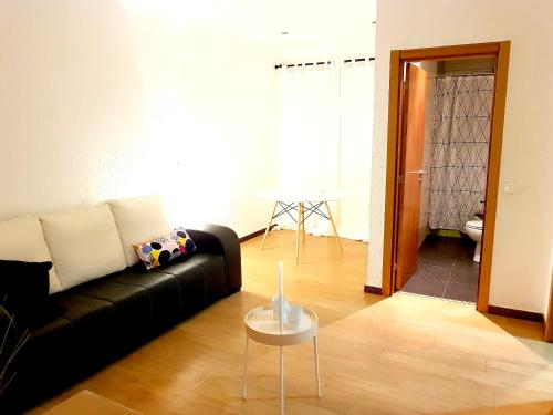 Apartment with 2 bedrooms in Almada with furnished terrace and WiFi 11 km from the beach, Almada