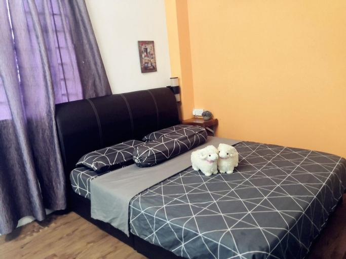 Private Cozy Studio Bedroom with Outdoor Garden, Seremban