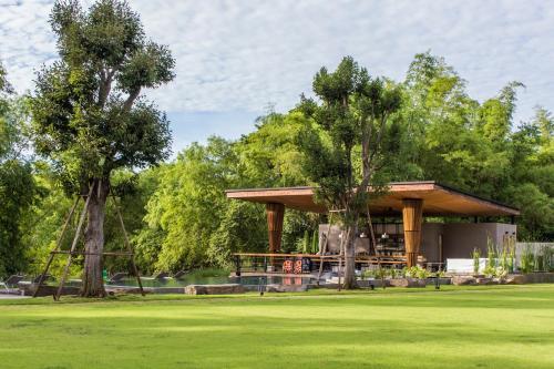 Riverbed Cabins Resort, Tha Yang