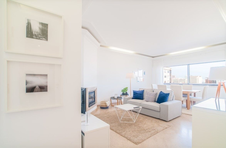 Elegant Apartment - 3 bedrooms & Garage, Lisboa
