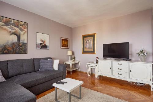 Spacious modern apartment in peaceful neighborhood,