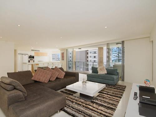 Maili 6 Luxury sky home apartment in Rainbow Bay Coolangatta Wi-Fi Included, Coolangatta