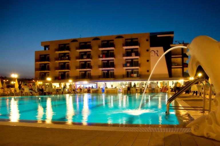 Roses Hotel, Teramo