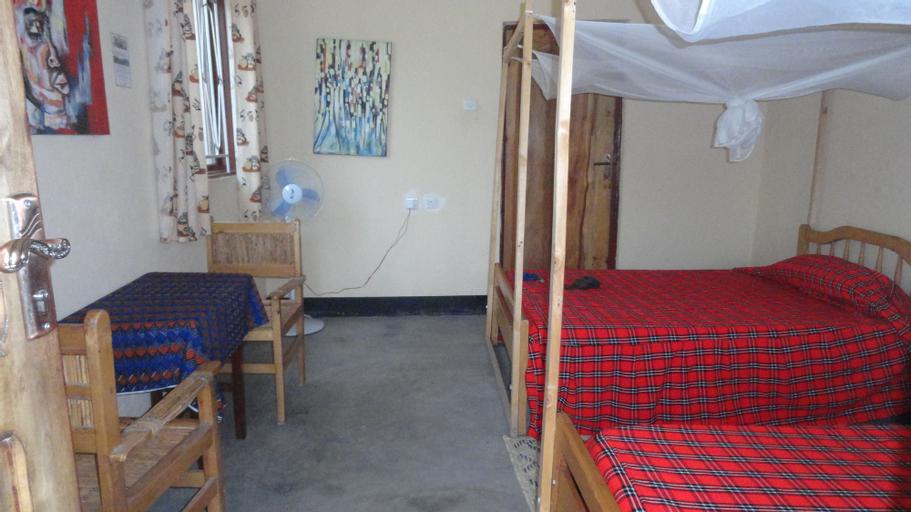 The Elephant home, Busongora