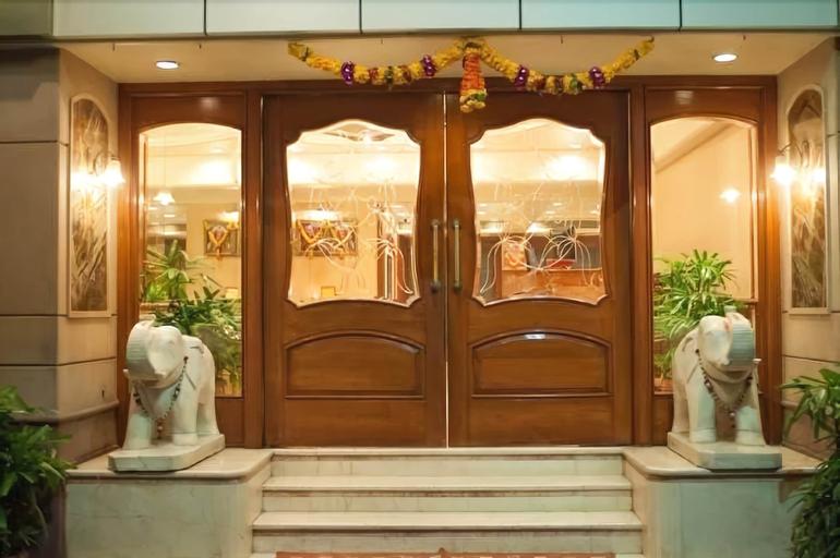Hotel Solitaire, Mumbai Suburban