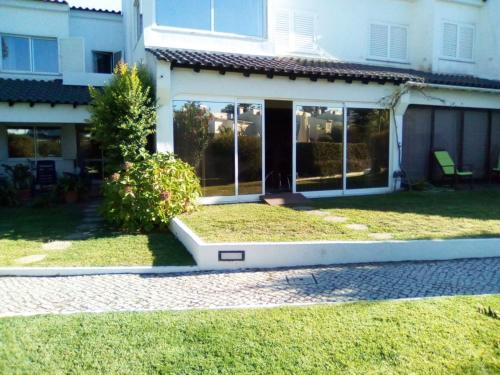 House with 4 bedrooms in Corroios with shared pool enclosed garden and WiFi 4 km from the beach, Seixal