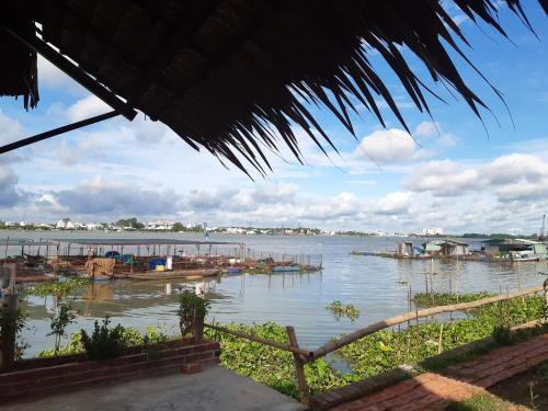 mekong riverside homestay, Long Hồ
