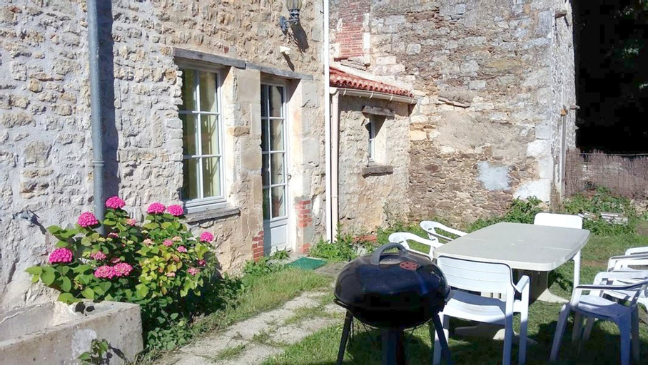 House With 5 Bedrooms in La Caillère-saint-hilaire, With Enclosed Gard, Vendée