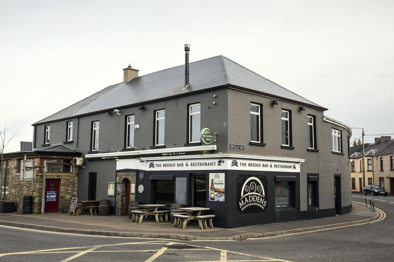 Maddens Bridge Bar & Guesthouse,