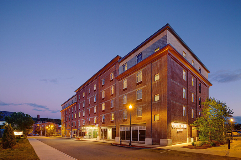 Courtyard by Marriott Keene Downtown, Cheshire