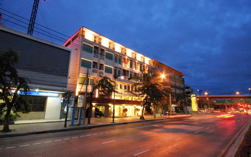 Bangkok Loft Inn, Khlong San