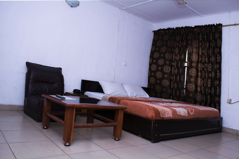 Day By Day Hotel, Agege