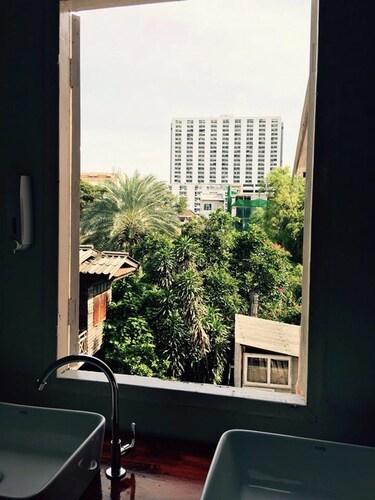 Home Mali Hostel, Pathum Wan