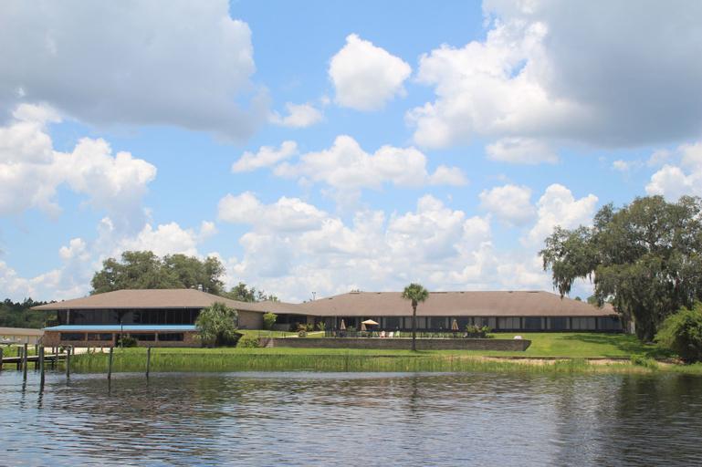 Crystal Cove Riverfront Resort, Putnam