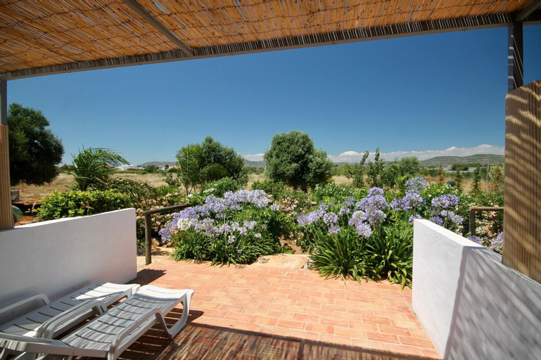 Studio in Faro, With Shared Pool, Enclosed Garden and Wifi - 6 km From the Beach, Loulé