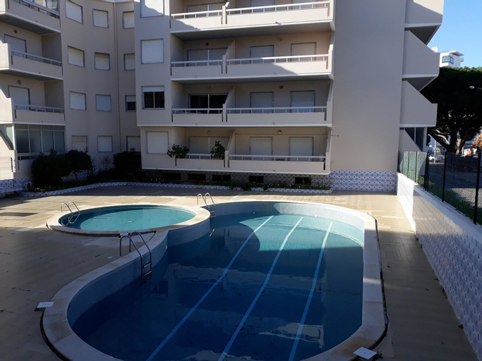 Apartment With 2 Bedrooms in Quarteira, With Pool Access and Furnished, Loulé