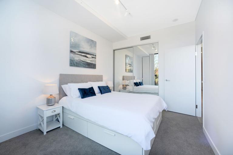 Luxury Terrace a Peaceful Yet Convenient Location, Burwood