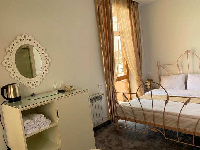 Elis Hotel,