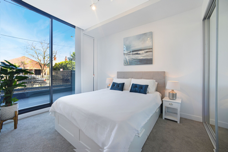 Luxury Terrace a Peaceful Yet Convenient Location, Burwood
