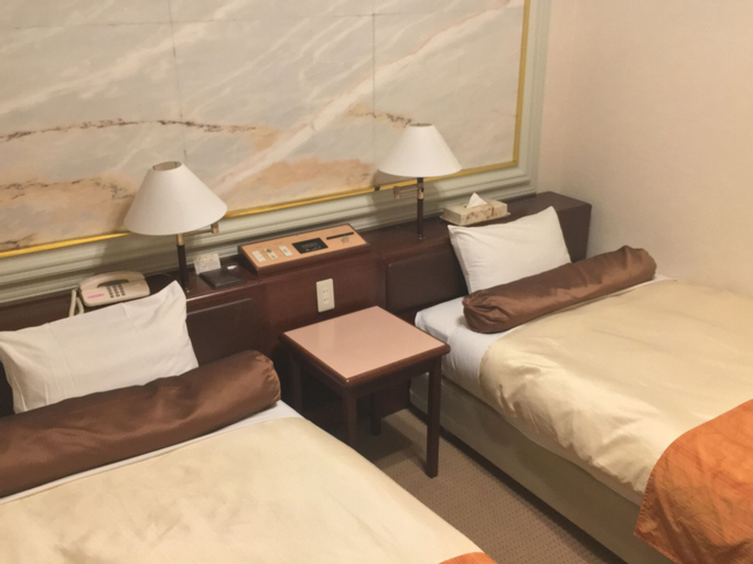 Hotel Sunny, Kita