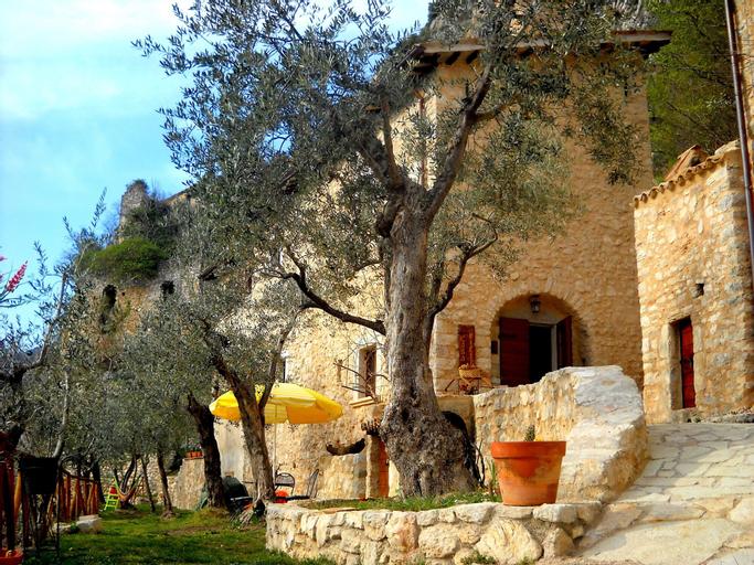 Guesthouse Runcini dormire in un borgo medievale, Terni