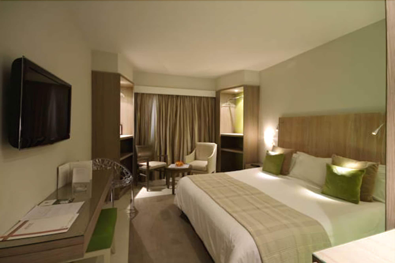 Golf Royal Hotel, Bab Bhar