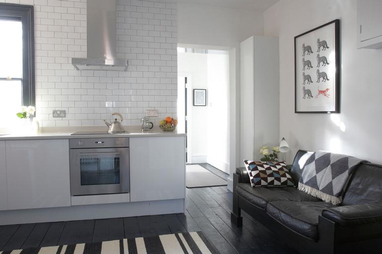 2 Bedroom Top Floor Apartment in Islington, London