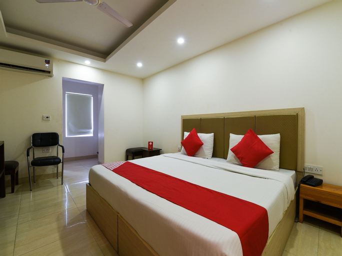 OYO 16970 Grand Rooms, West