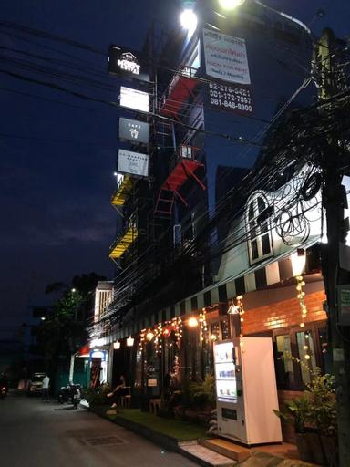 The neighbor hoot hostel & cafe, Huai Kwang