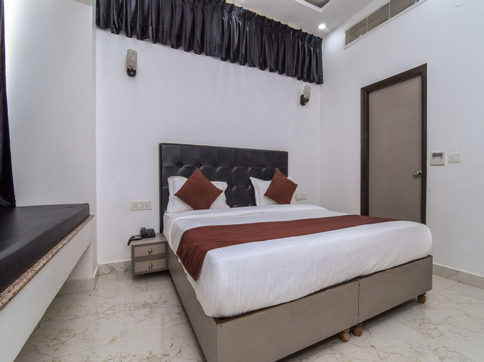OYO 15718 Red Inn, Gurgaon