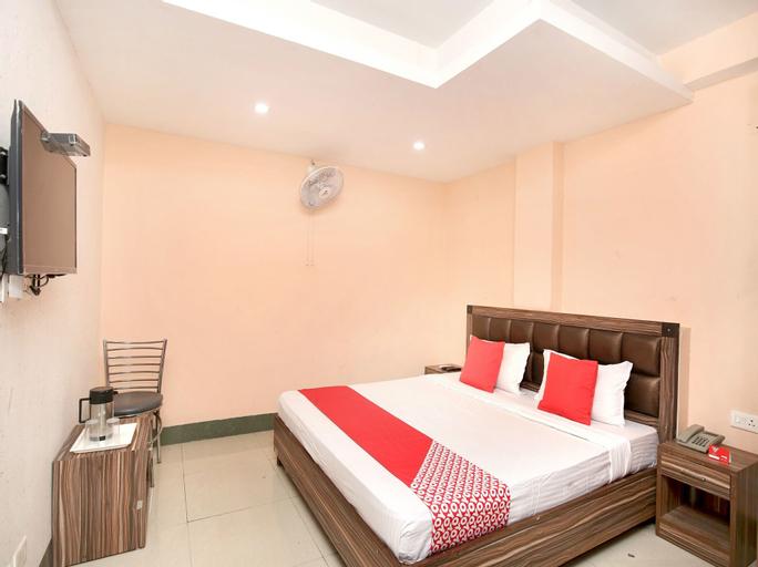 OYO 15030 Hotel ESS PEE Grand, Chandigarh