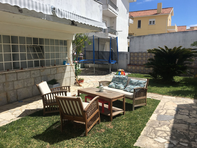 Two Bedroom Self Contained House, Cascais