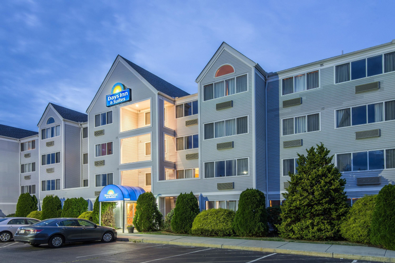 Days Inn & Suites by Wyndham Groton Near Casinos, New London