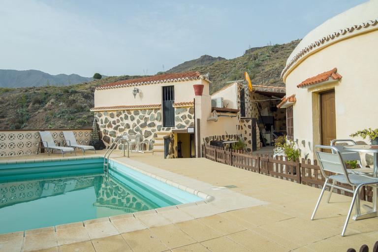 Lightbooking - Mountain & pool, Las Palmas