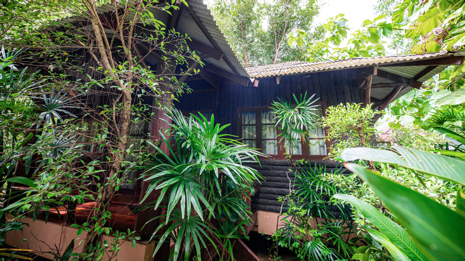 Baan Klang Aow Beach Resort, Bang Saphan