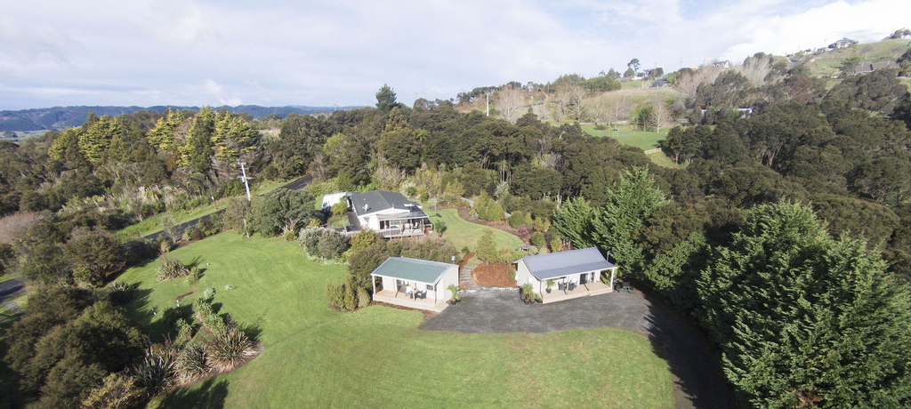 Auckland Country Cottages, Franklin