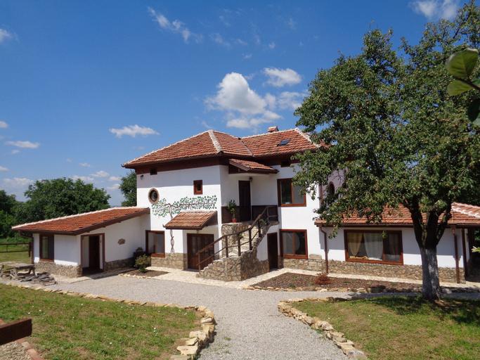 Villa Pizzutti, Lovech