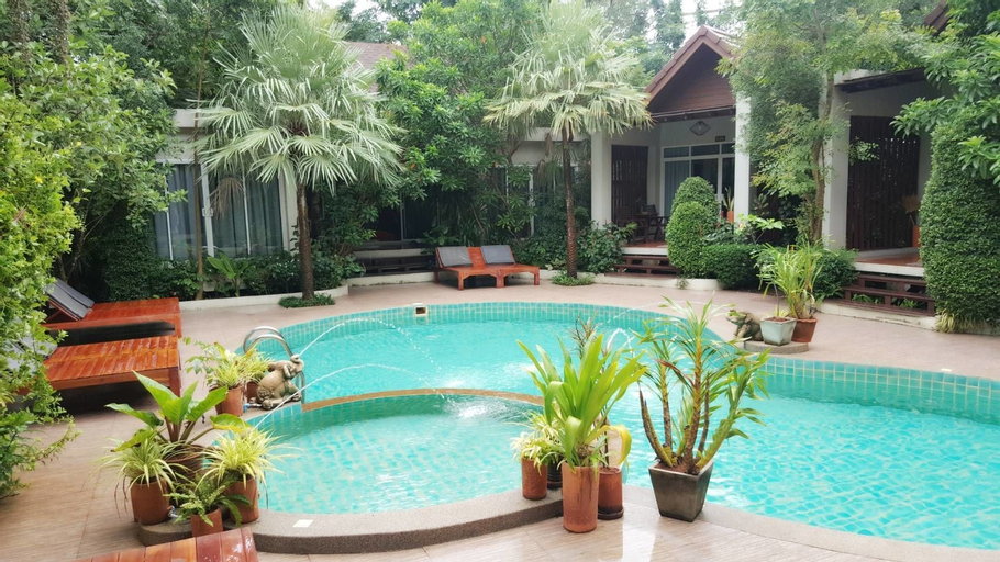 Baan Klang Aow Beach Resort, Bang Saphan