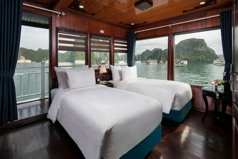 Flamingo Luxury Cruises, Hạ Long