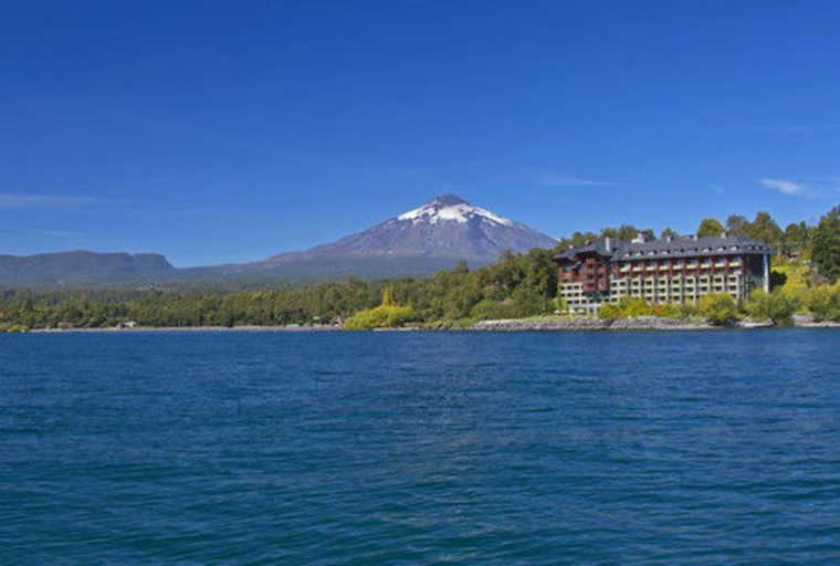 Villarrica Park Lake by Enjoy, Cautín