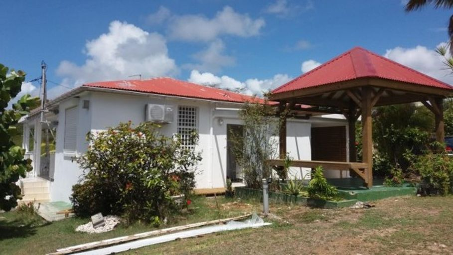 House With one Bedroom in Sainte Anne, With Furnished Garden and Wifi, Sainte-Anne